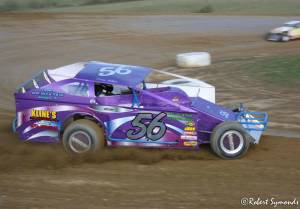 Dirt modified racer on track